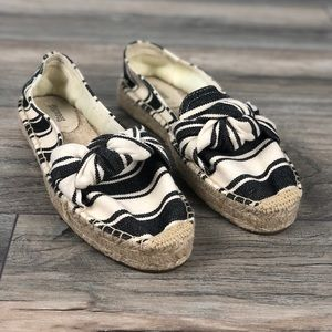 SOLUDOS Knotted striped platform smoking slippers